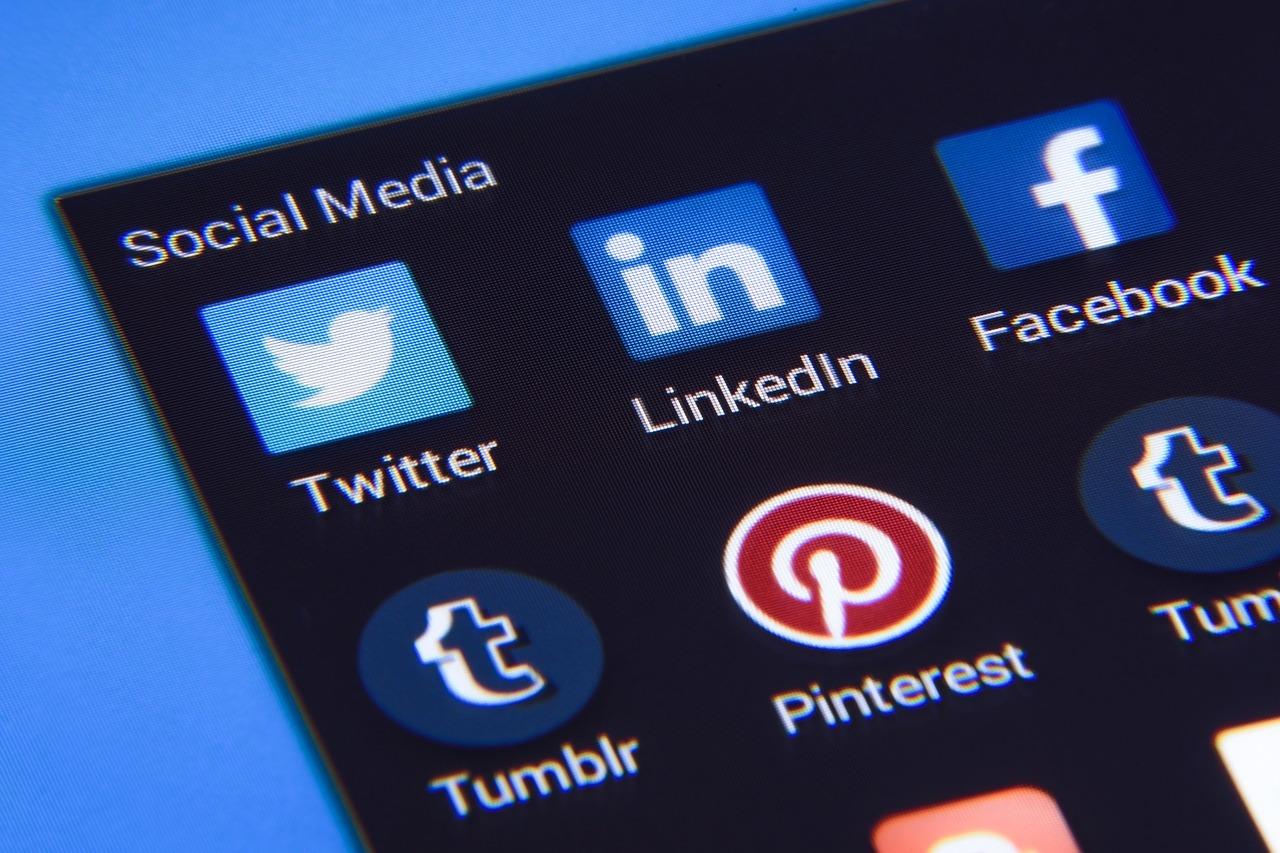 IMAOS Social Media Check